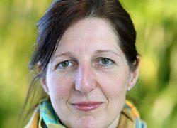 I Danmark håller regionerna den angivna väntegarantin i de allra flesta fall, förutom när det gäller ögonsjukdomar där det ibland kan dröja upp till ett år att få vård, berättar Anja Mitchell.