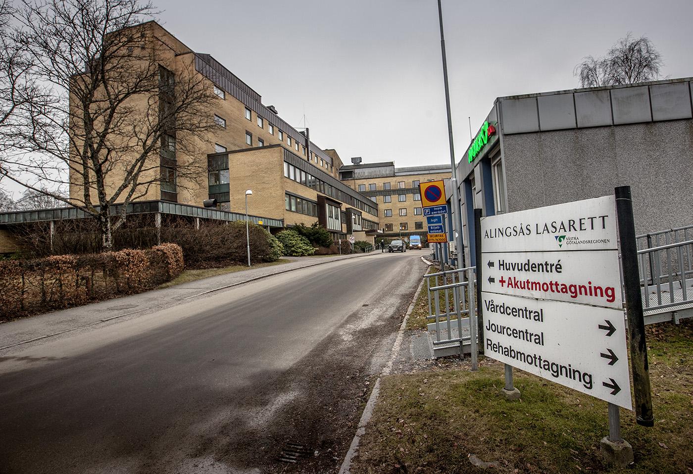 Alingsås lasarett, som har ett upptagningsområde på runt 100 000 invånare, ingår i den västra hälso- och sjukvårdsnämnden tillsammans med Kungälvs sjukhus, Sahlgrenska universitetssjukhuset och primärvården. Foto: Joachim Nywall