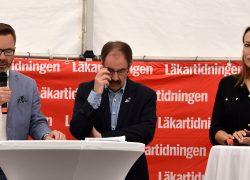 Peter Carpelan (M), personallandstingsråd SLL, Mats Johansson (S), ordförande regionstyrelsen i Region Östergötland, och Heidi Stensmyren, ordförande i Läkarförbundet. Foto: Anna Sofia Dahl