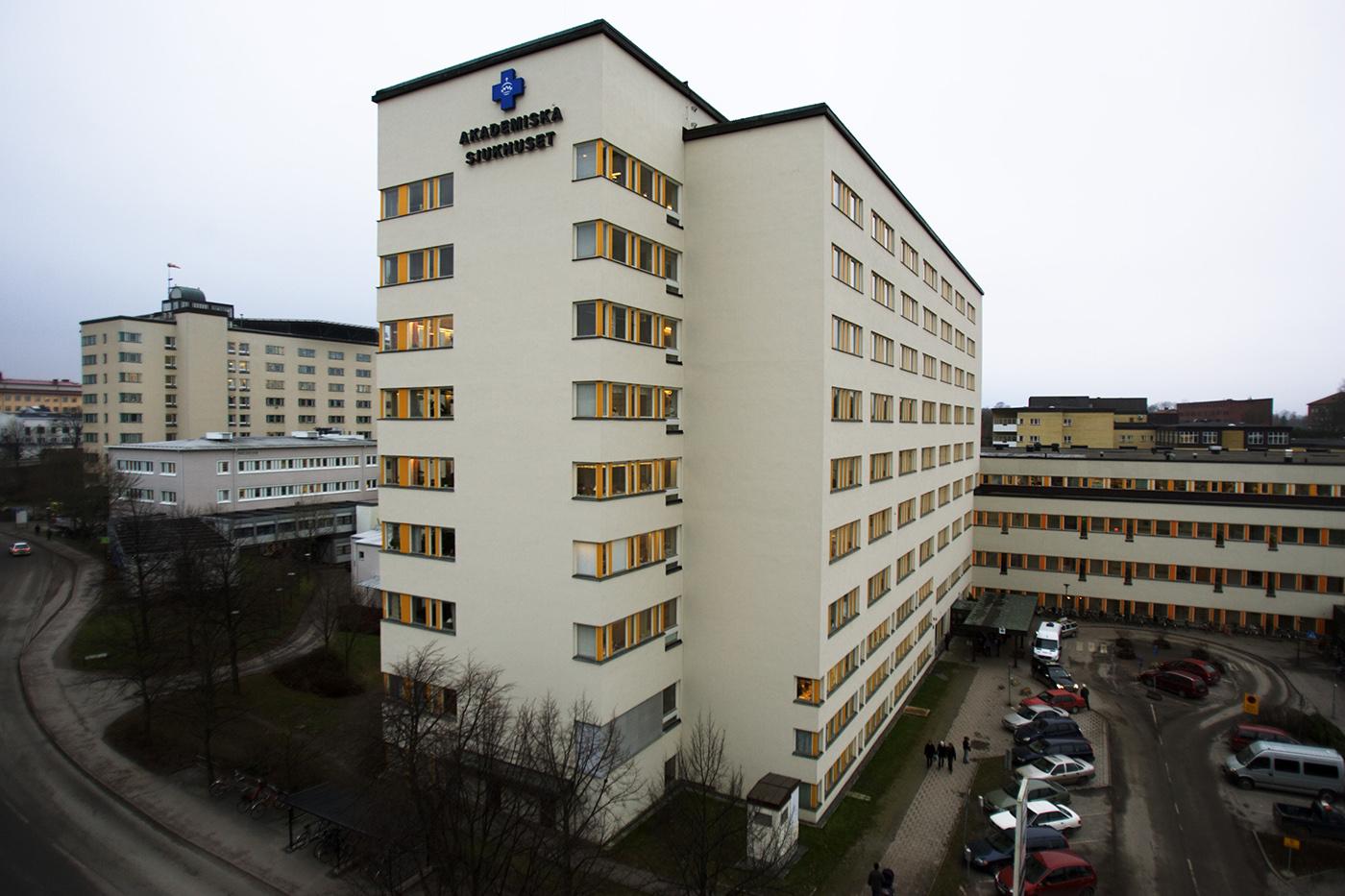 Frisk fast pa sjukhus i en manad